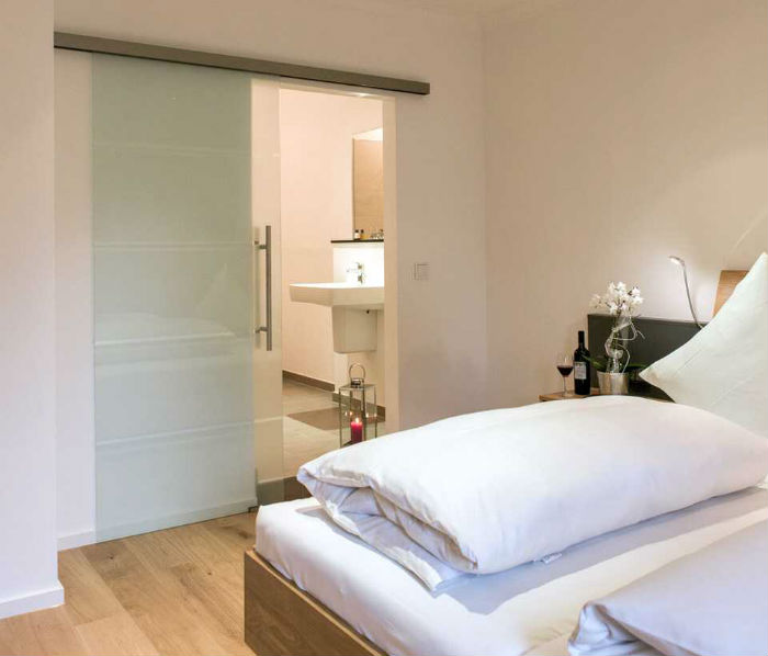 """Zimmer mit Dusche WC, WLAN, TV, Hotel """"Wirtshaus am Schloss"""""""