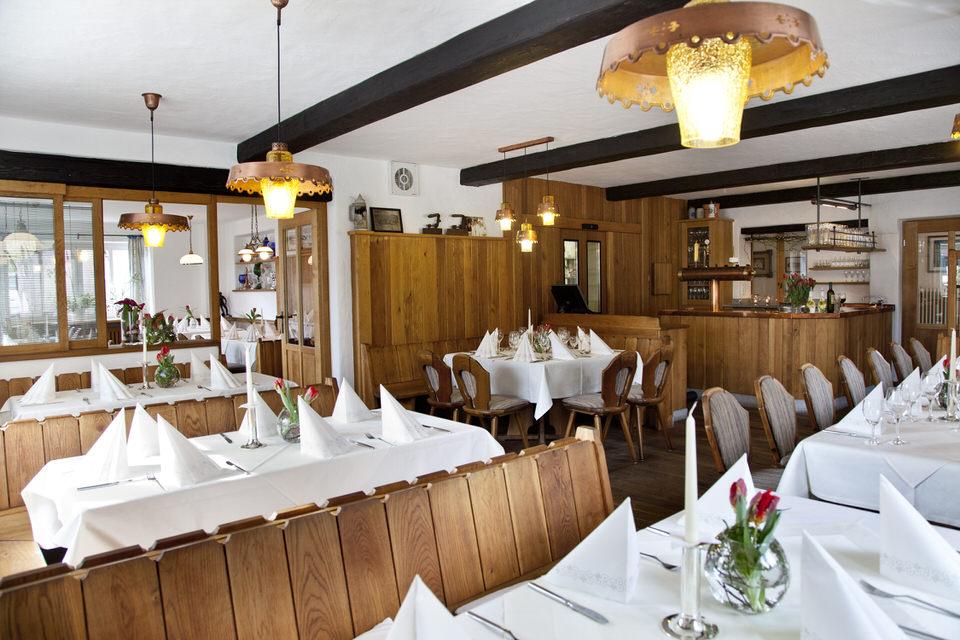 """Räumlichkeiten - Gaststube, Nebenraum, Hotel """"Wirtshaus am Schloss"""""""