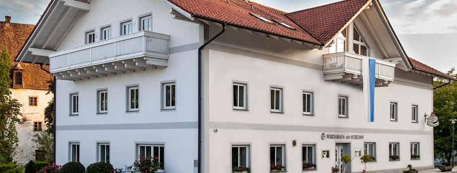 Strassenansicht - Hotel Wirtshaus am Schloss